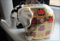 Royal Crown Derby Paperweight - Old Imari Elephant